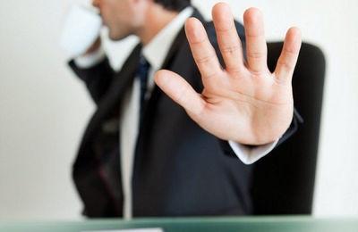 Можно ли отказаться от отпуска: в каком случае это возможно, порядок действий при отказе, выплата компенсаций