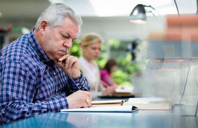 Увольнение сотрудника предпенсионного возраста: понятие, особенности, гарантии и льготы, ответственность работоадтеля